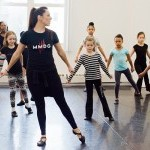 A Teaching Artist leads young students in class.